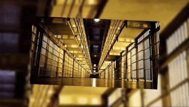 مفتاح السجن بيد السجين